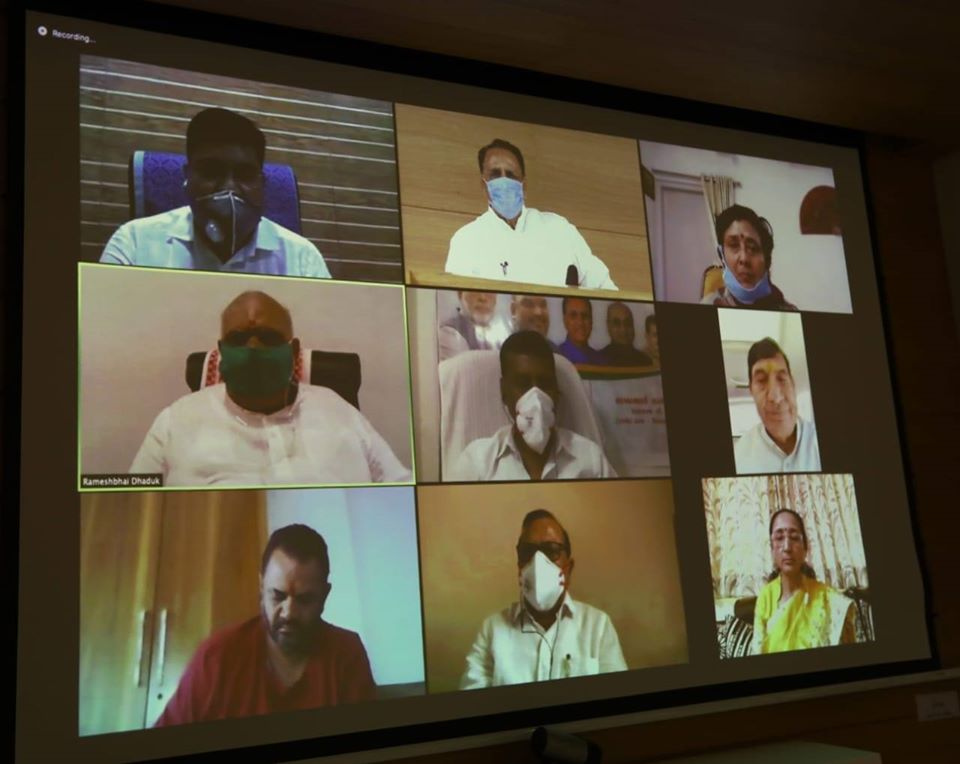 મુખ્યમંત્રી શ્રી વિજયભાઈ રૂપાણીની રાજકોટ તેમજ ભાવનગર જિલ્લા અને શહેરના સંસદસભ્યશ્રીઓ તથા ધારાસભ્યશ્રીઓ સાથે વિડિયો કોન્ફરન્સ