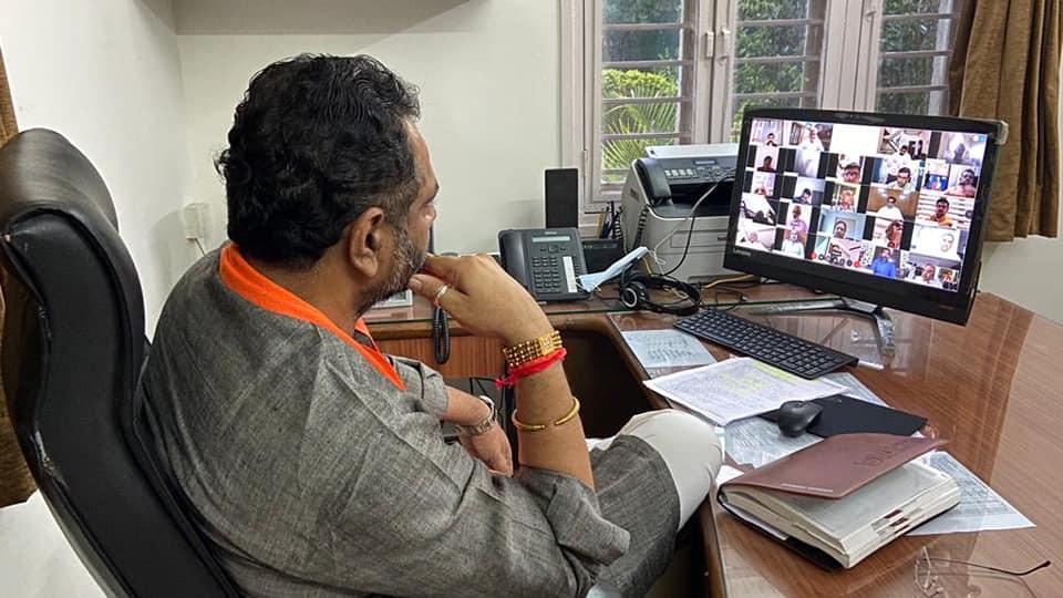 આત્મનિર્ભર ભારત અંતર્ગત પ્રદેશ પદાધિકારીશ્રીઓ, સાંસદશ્રીઓ, ધારાસભ્યશ્રીઓ, ડીબેટ ટીમના સભ્યશ્રીઓ તેમજ વિવિધ વેપારી અને ઇન્ડસ્ટ્રીયલ એસોસિએશન, લઘુ ઉધોગ-MSME સાથે જોડાયેલ લોકો સાથે સંવાદ
